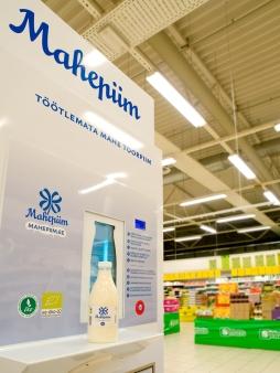 Mahedana saab poest näiteks piima. Foto: Tiit Koha