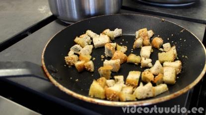 Ärga viska toitu kergekäeliselt ära - veidi kuivanud saiast saab teha näiteks saiakrutoone, mis sobivad hästi püreesupi peale.