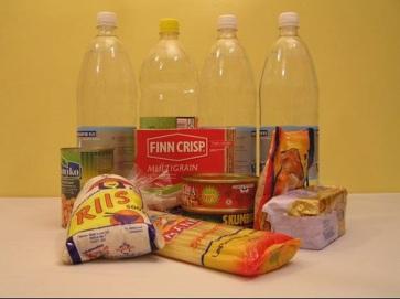 Täiskasvanute toiduks on soovitatav varuda vett ja näiteks pika säilivusega kuivaineid. Foto: Eesti Toidtumisteaduse Selts. Foto on illustreeriv.